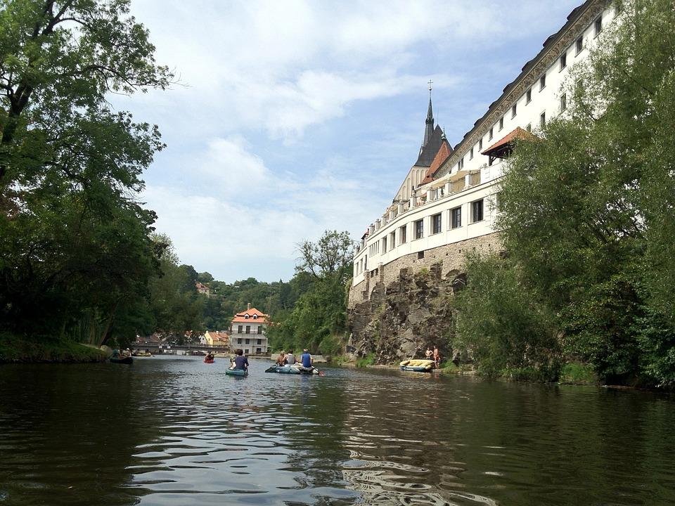 Nejlevnější půjčovna dodávek Praha zajistí vozy na dětské letní tábory