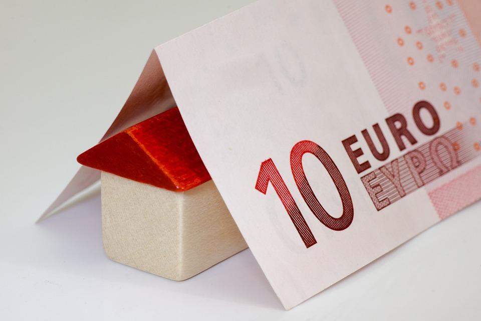 bankovka na domečku
