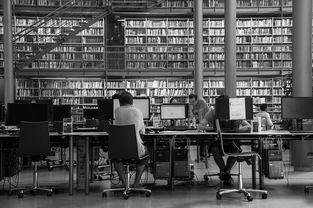 studenti v knihovně.jpg