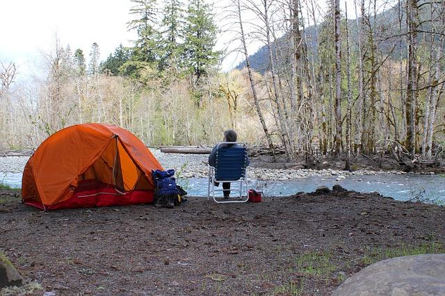 stan u řeky