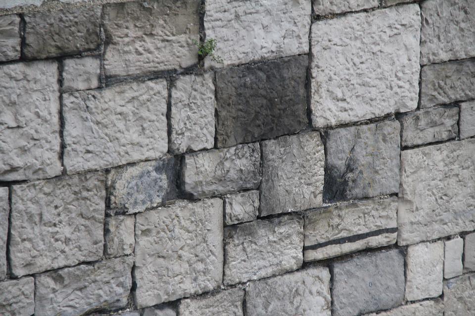 Betonové ploty nabízí velmi rozmanitá řešení